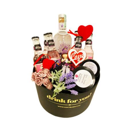 Nőnapi dekorral Levendula gin tonik szett kerek díszdobozban