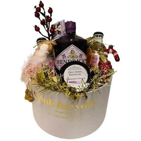 Karácsonyi Hendricks Midsummer Gin Ajándék fehér díszdobozban