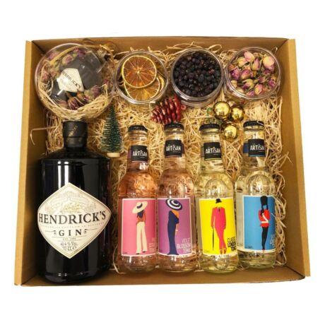 Karácsonyi Delux Hendricks Gin Tonik Szett Ginfűszerrel és Hendricks karácsonyfa gömbbel